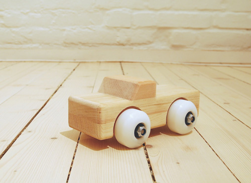 wooden toy car by gridy