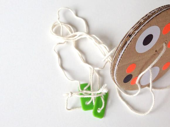 Diy cardboard twirly whirly toy - Muttertagsgeschenke diy ...