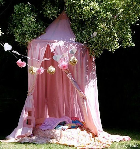 DIY Outdoor Reading Shade Tent for Kids & Awesome Outdoor DIY Projects for Kids