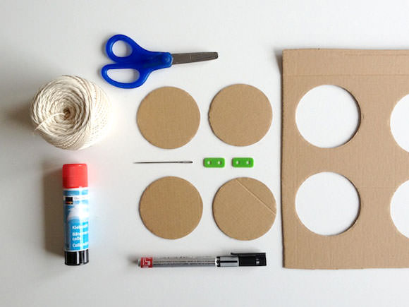 DIY Cardboard Twirly Whirly Toy