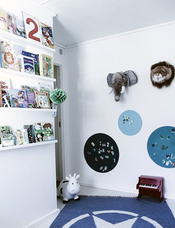Bookshelf Ideas for Kids' Rooms // narrow book ledge