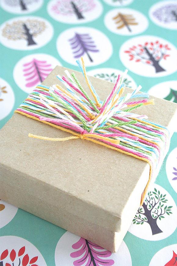DIY Gift Wrap Ideas: Multicolor Twine Knots