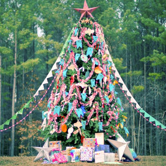 An Outdoor Christmas Tree Trimming ⋆ Handmade Charlotte