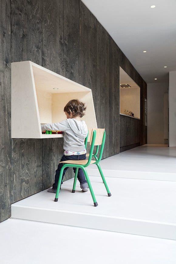 Plywood Writing Desk for Kids By Baksvan Wengerden