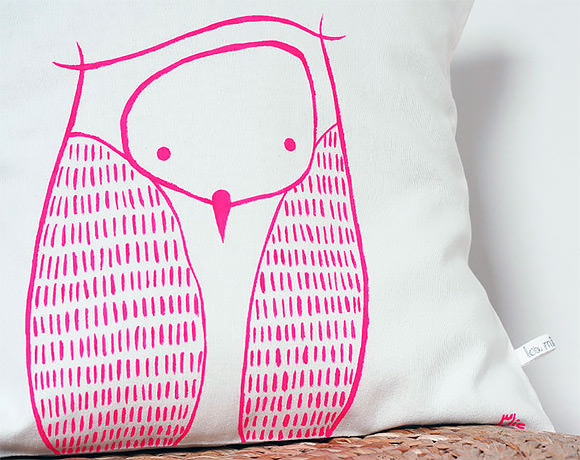 Hand­made Neon Pink Owl Cush­ion (via Etsy)