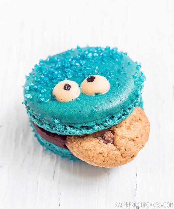 Cookie Monster Macarons (via Raspberri Cupcakes)
