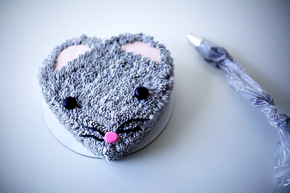 How To Make a Fuzzy Mouse Cake