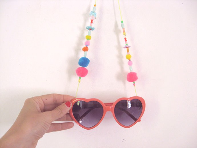 DIY Lolita's Eyeglass String Necklace