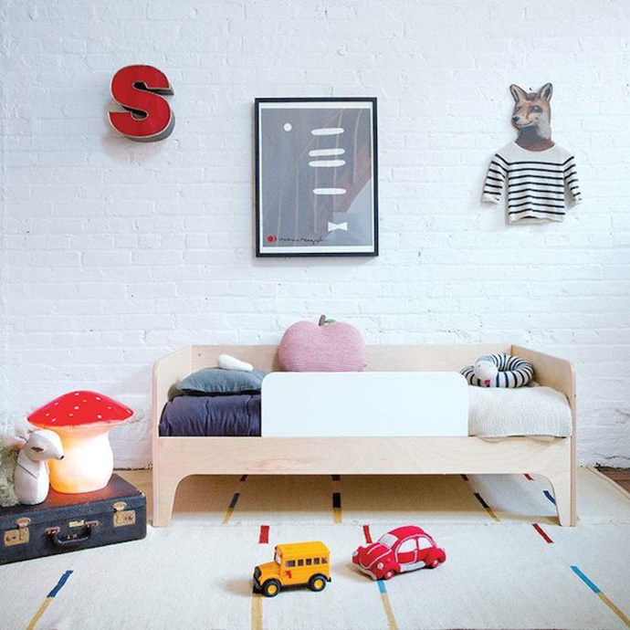 Simple + modern kid's room (image via Oeuf NY)
