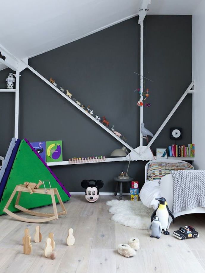Fun kid's room (image via Julie Ansiau)