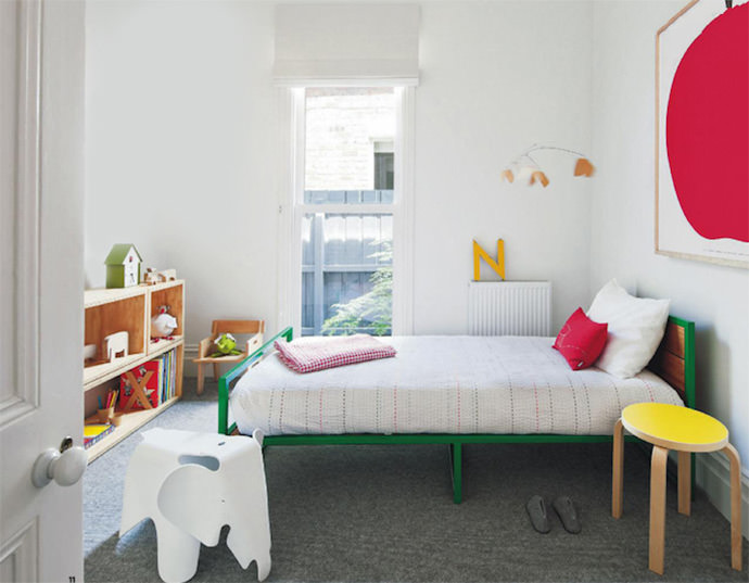 Colorful + modern kid's room (image via Inside Out magazine)