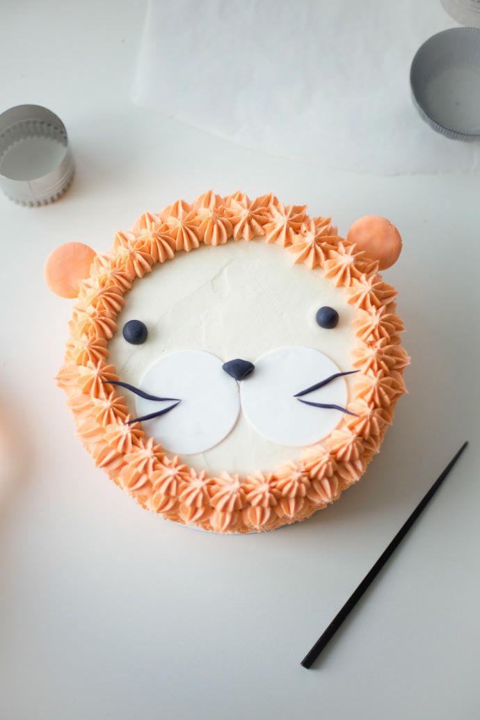 """I Am, Lion Hear Me Roar!"" DIY Lion Cake ⋆ Handmade Charlotte"