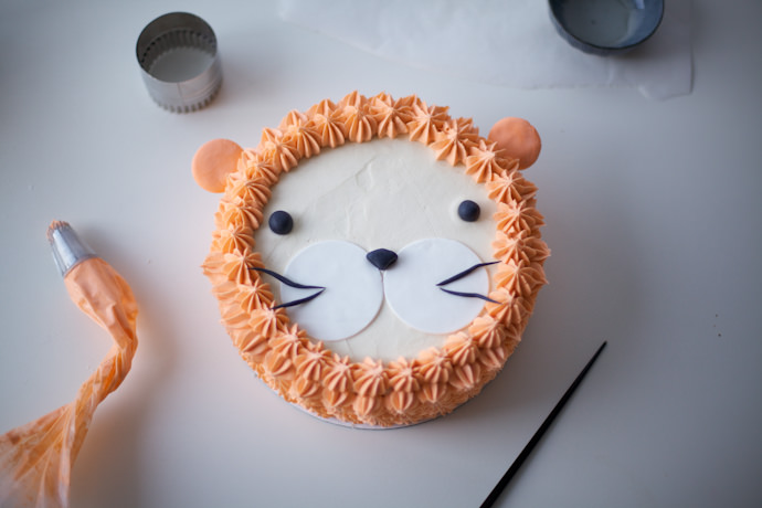 """I Am, Lion Hear Me Roar!"" DIY Lion Cake"
