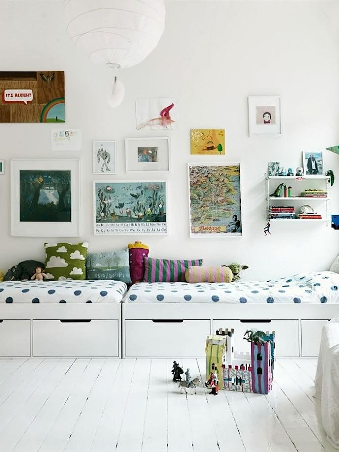 shared kids room (via petra bindel)