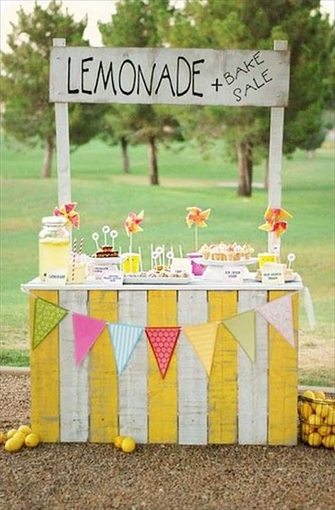 DIY Lemonade Stand via Lil' Luna