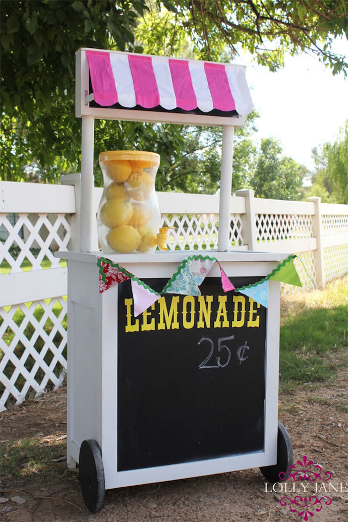 DIY Lemonade Stand via Lolly Jane