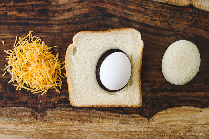 Breakfast Sandwich Recipe: Grilled Egg and Cheese (via i am a food blog)