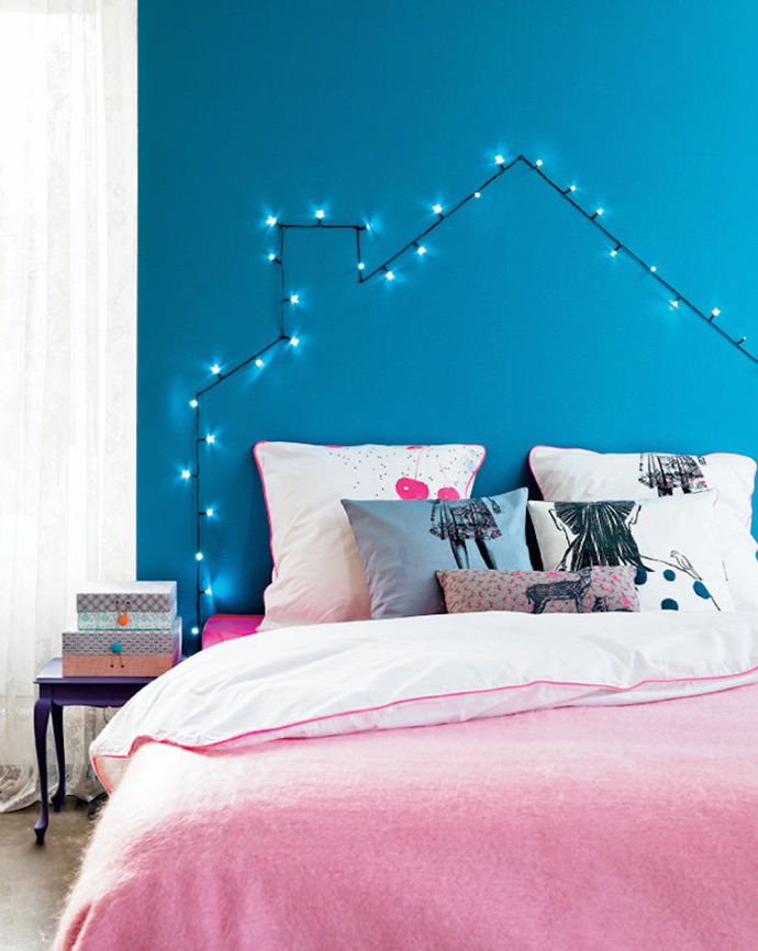 DIY String of Lights Headboard via 101 Woonideeen