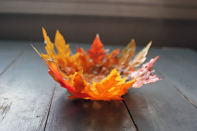 Fall Crafts for Kids: Leaf Bowl (via DIY Louisville)