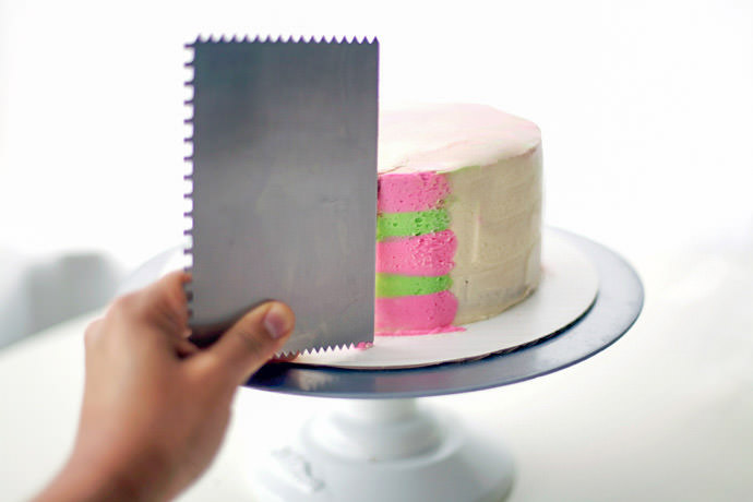 DIY Psychedelic Stripes Party Cake