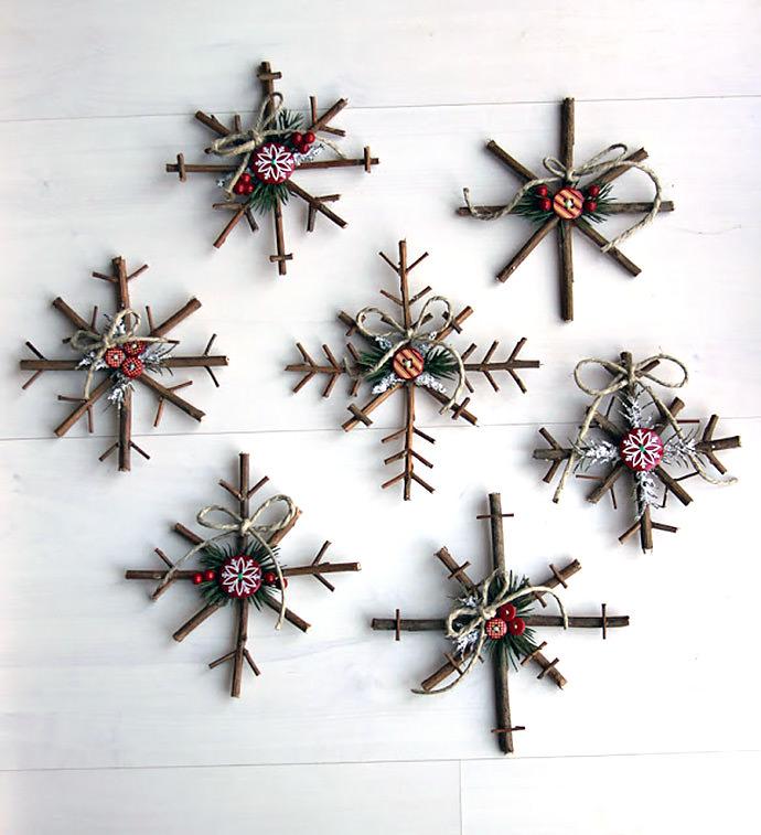 Ramitas de árbol convertidos en 7 copos de nieve