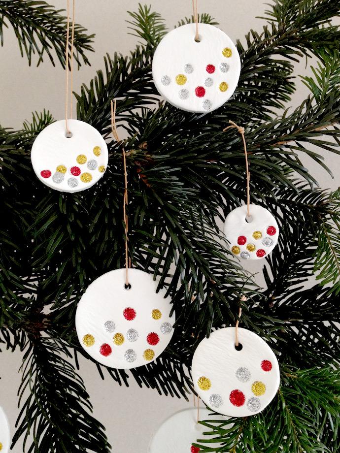 DIY Glitter Holiday Pendant