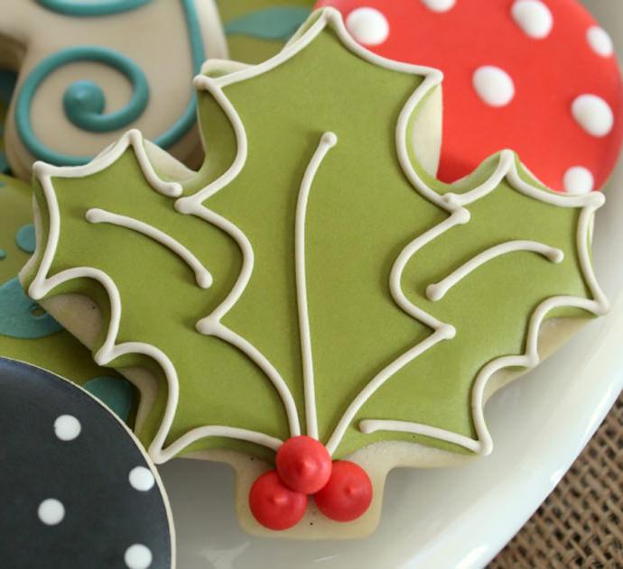 DIY Holly Leaf Cookies (via The Sweet Adventures of Sugarbelle)