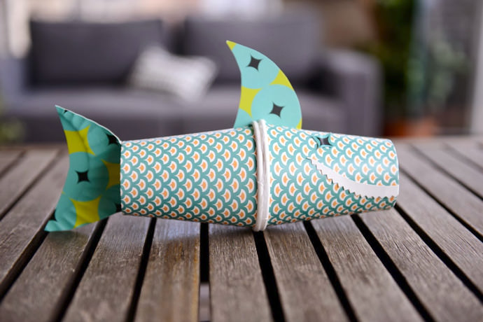 Two Paper Cups + One Paper Platte = Awesome Shark Toy For Kids (via Estefi Machado)