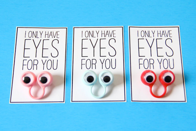 DIY Googly Eyed Valentine's Greetings