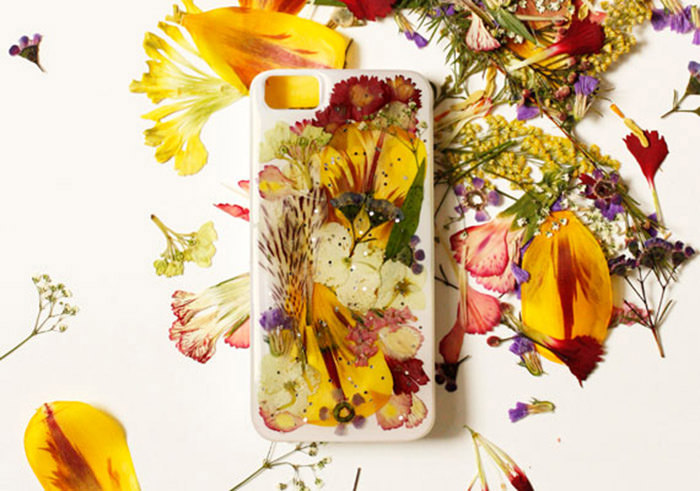 Mari_Flowers_PhoneCase