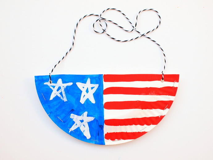DIY Paper Plate Purses for the 4th of July  sc 1 st  Handmade Charlotte & Celebrate 4th of July With A Patriotic Craft ? Handmade Charlotte