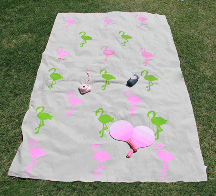Flamingo Picnic Blanket Tutorial by A Bubbly Life