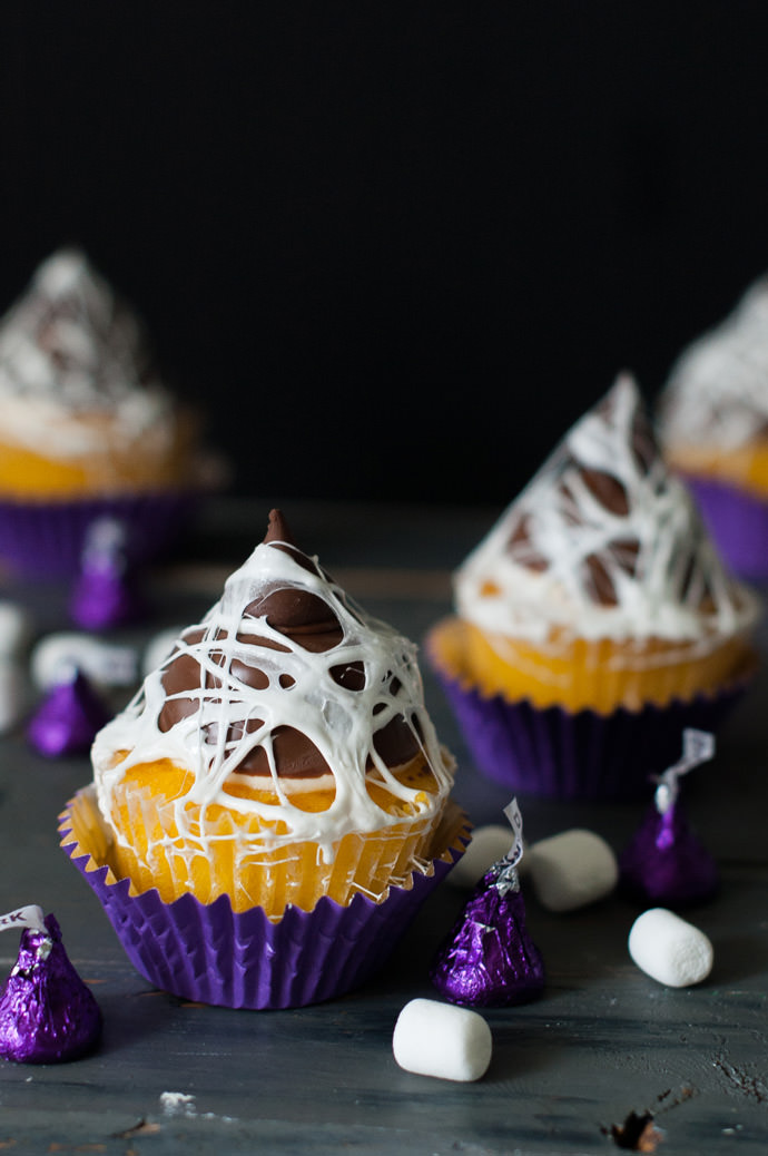 halloween cupcakes with marshmallows