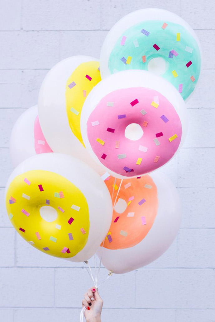 DIY Donut Balloons, tutorial via Studio DIY