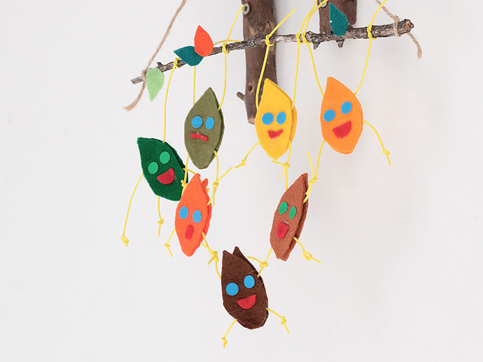 DIY Trapeze Leaves Mobile