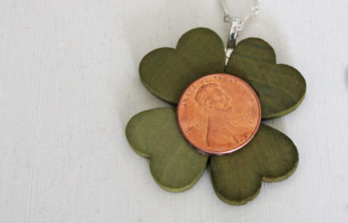 Lucky Penny Necklace, tutorial via 30 Minute Crafts