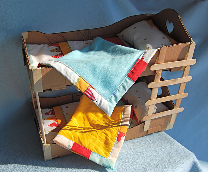 Cardboard Bunk Bed, tutorial via Ikat Bag