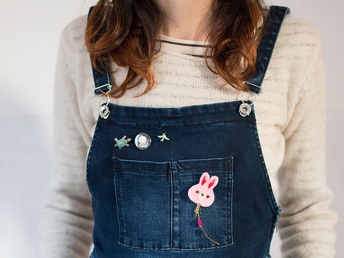 Make super cute brooches that come with a card for a perfect Easter greeting!