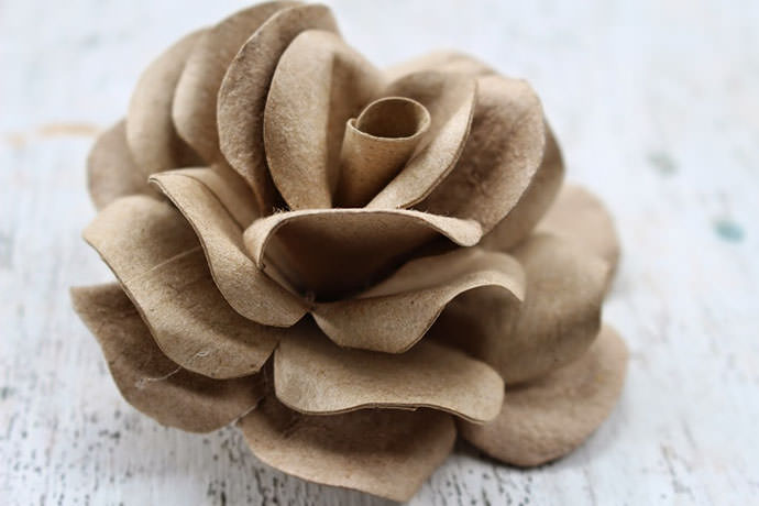 Toilet Paper Tube Roses, tutorial via Accents and Petals