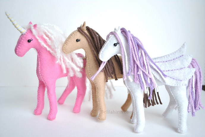 Felt Horse Sewing Pattern, tutorial via Delilah Iris