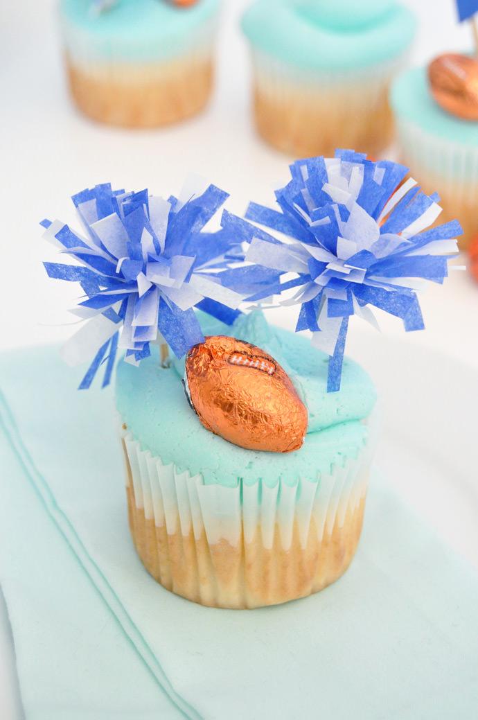 http://media3.handmadecharlotte.com/wp-content/uploads/2016/09/pompom.cupcakes.done4_.jpg