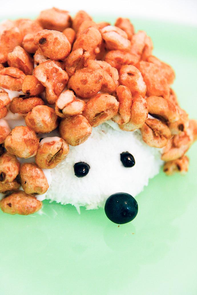 http://www.handmadecharlotte.com/wp-content/uploads/2016/10/10-hedgehog-snack.jpg