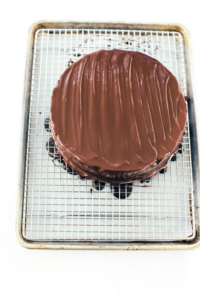 Recipe: Almost No-Bake Cheesecake with Chocolate Ganache