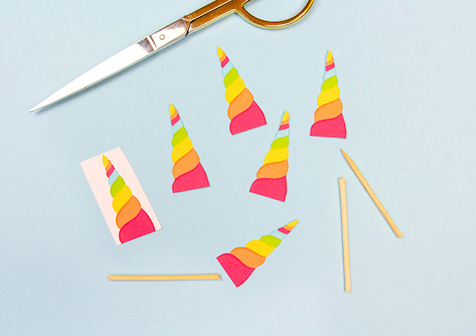 How to make a unicorn horn cupcake topper