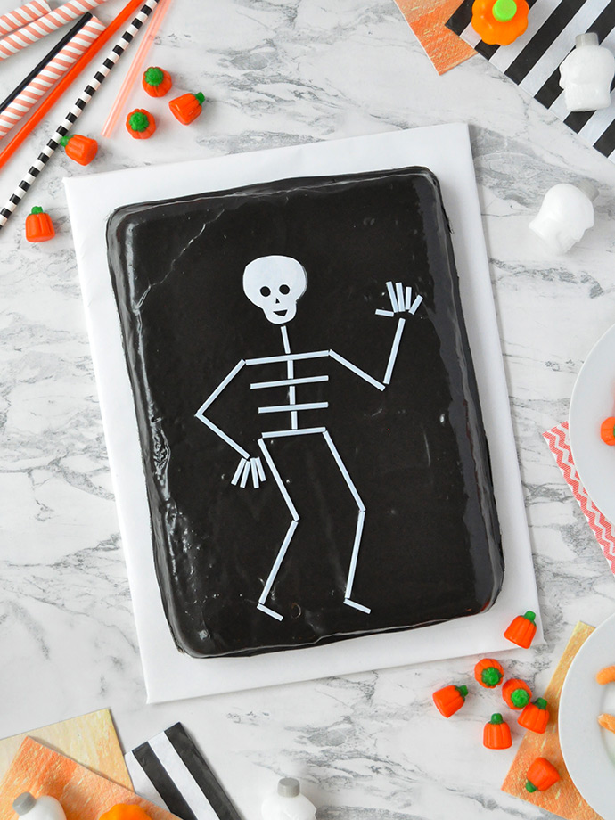 Cute Diy Home Decor Ideas: Straw Skeleton Cake Topper