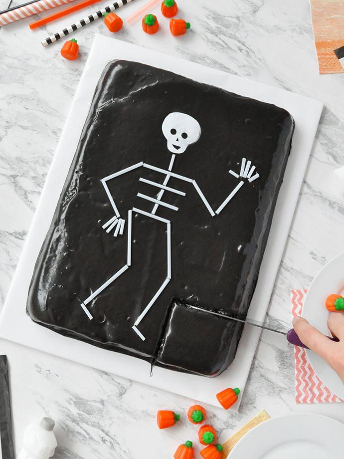 http://www.handmadecharlotte.com/wp-content/uploads/2017/10/skeletoncake.done7_.690.jpg
