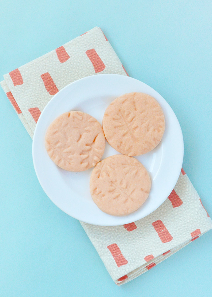 http://www.handmadecharlotte.com/wp-content/uploads/2017/11/leafcookies.done3_.690.jpg