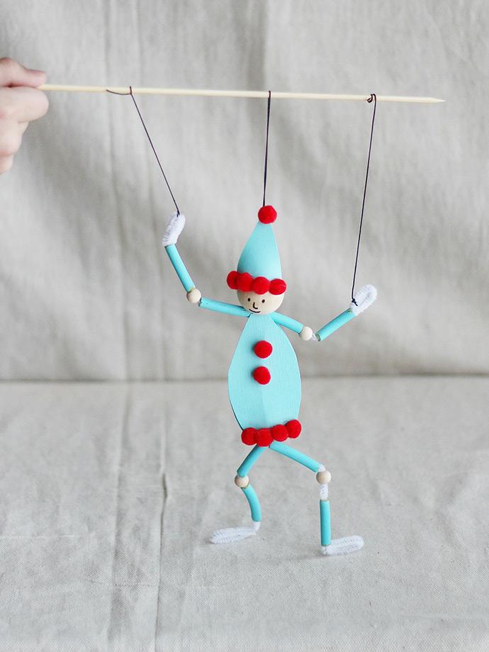 http://www.handmadecharlotte.com/wp-content/uploads/2017/12/Elf-Pasta-Puppet-Vertical.690.jpg