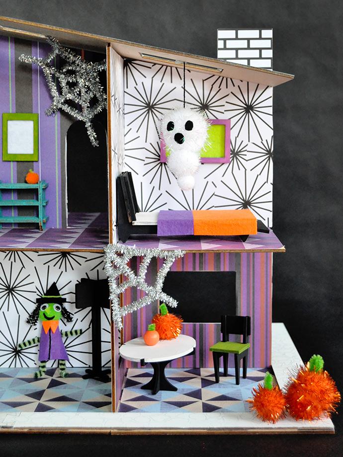 Haunted Halloween Dollhouse