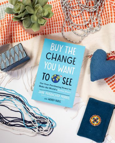 WHAT I'M READING RIGHT NOW (AND YOU SHOULD TOO!)